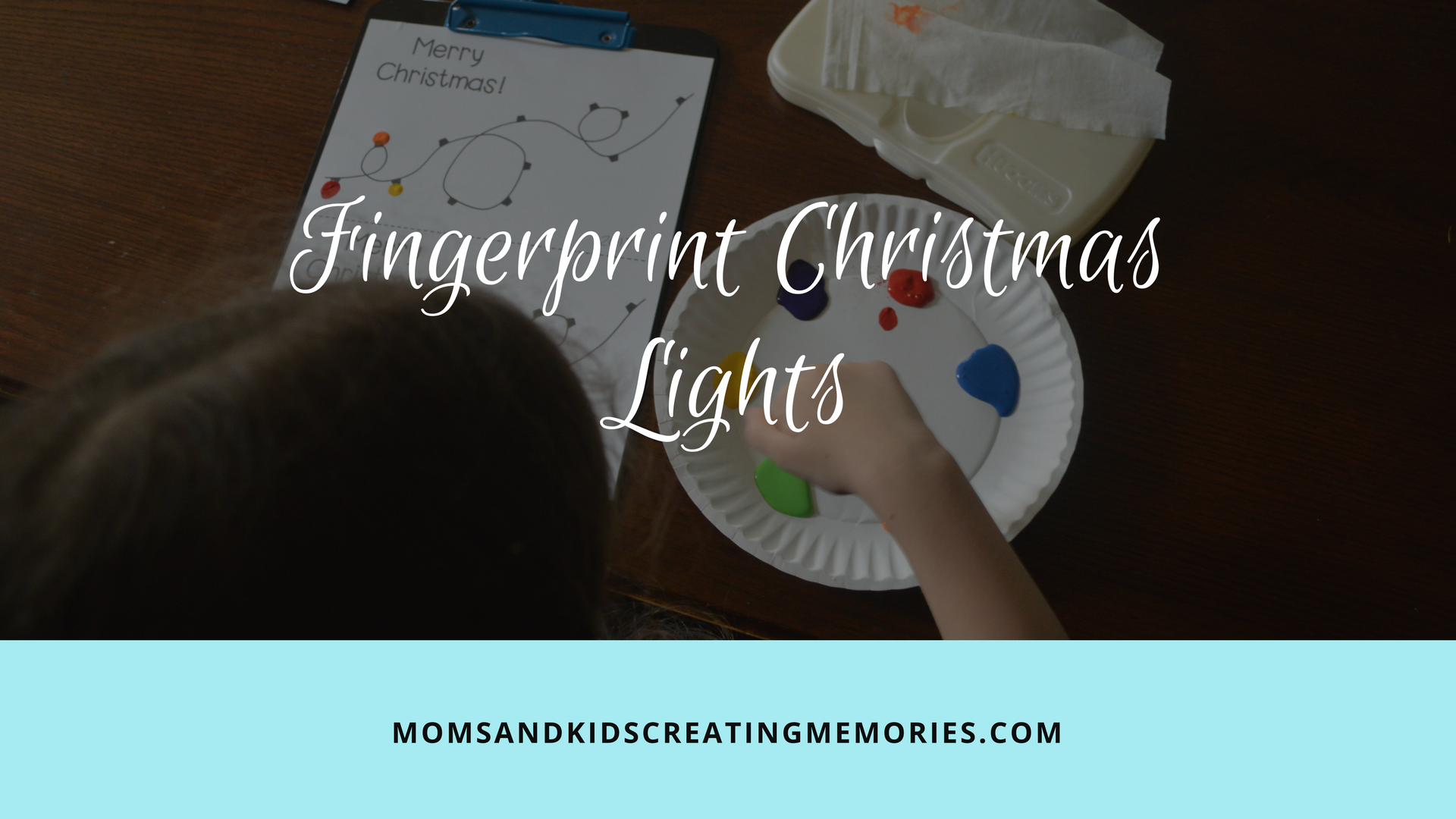 Fingerprint Christmas Lights - a easy craft to do as a gift, as a card or just for fun. My kids could do this craft almost completely by themselves and they had so much fun with it and I loved being able to see their creativity.
