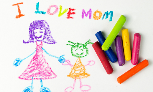 Kids drawing of mom of kid saying I Love Mom with crayons on it